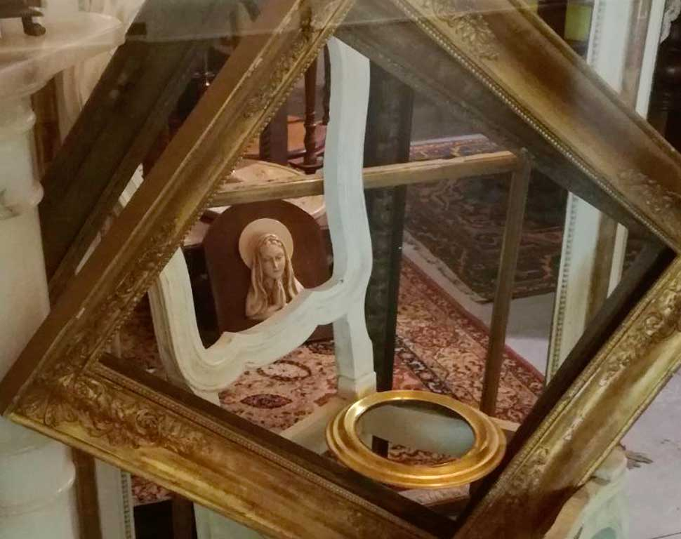 cornici-antiche-vetrina-vintage